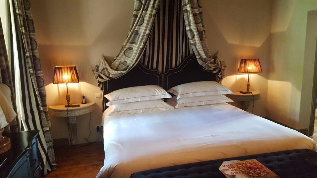 classement en h tel 5 toiles nimes jardins secrets. Black Bedroom Furniture Sets. Home Design Ideas